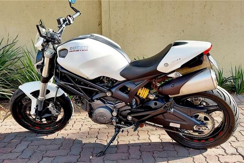 0 Ducati Monster