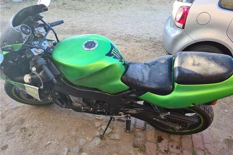 Kawasaki ZX 2003