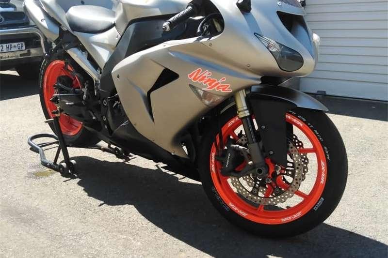 0 Kawasaki ZX10