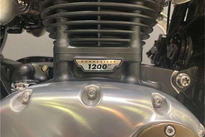 Triumph Bonneville T120 BOBBER 2017