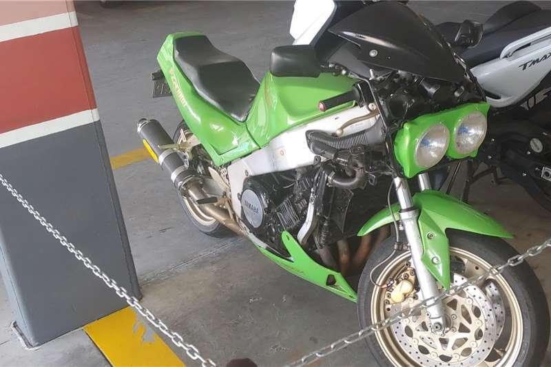 Yamaha FZR 1995