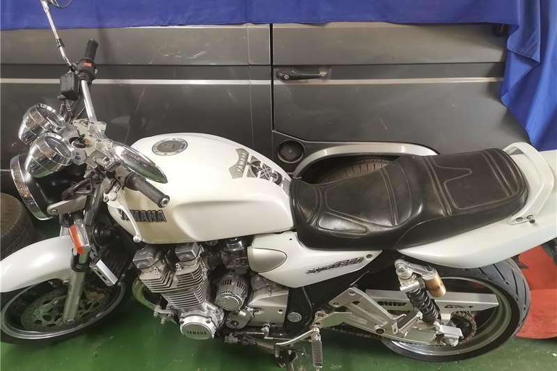 Yamaha XJR1300 0
