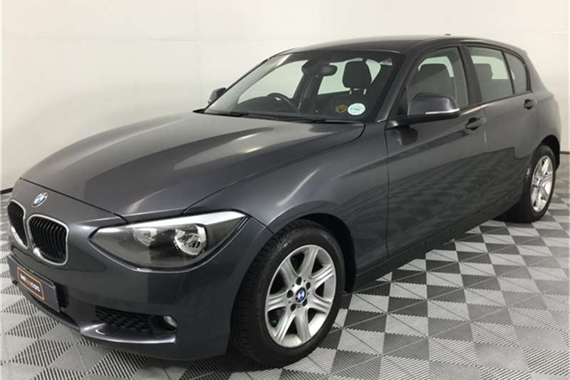BMW 1 Series 116i 5 door 2011