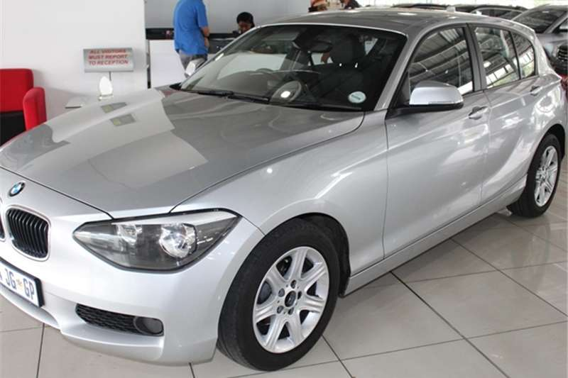 BMW 1 Series 116i 5 door auto 2014