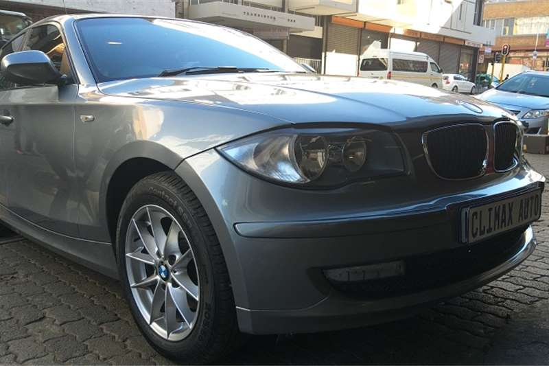 BMW 1 Series 120d 5 door Exclusive steptronic 2011