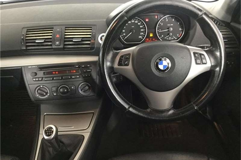 BMW 1 Series 120i 5 door 2006