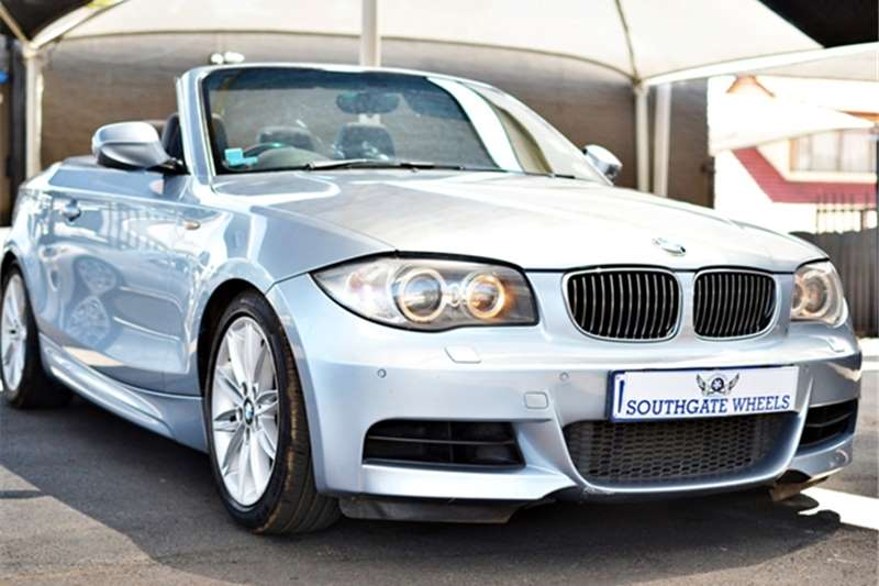 BMW 1 Series CONVERTIBLE A/T 2011