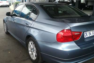BMW 3 Series 320i 3 40 Year Edition auto 2011