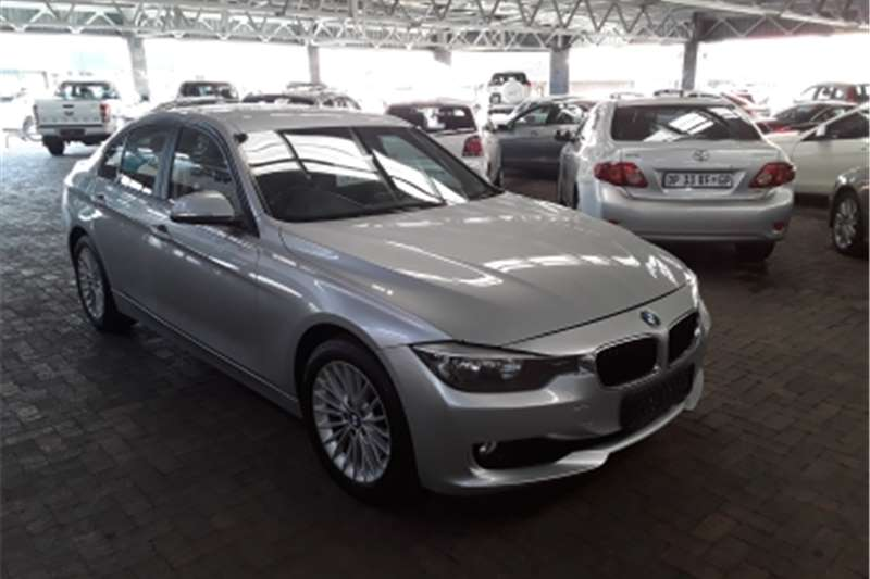 BMW 3 Series 320i Dynamic 2012