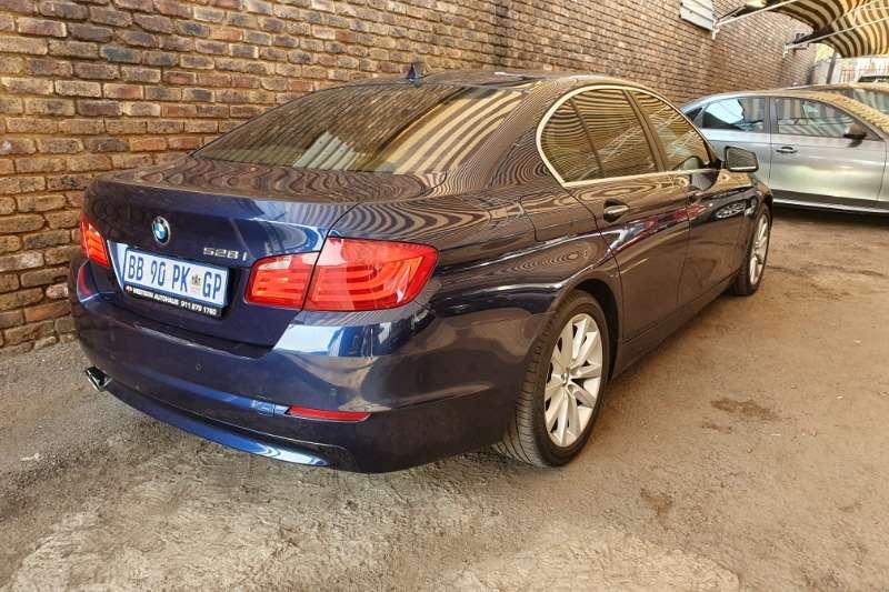2011 BMW 5 Series 528i Innovations