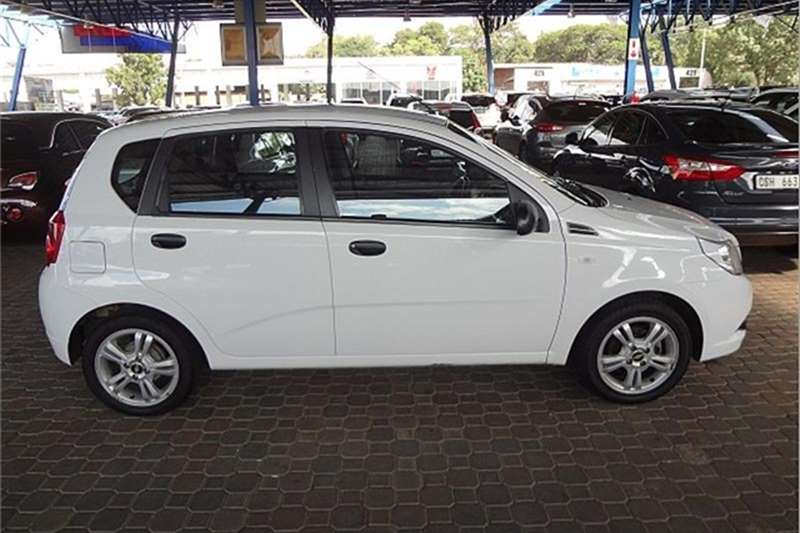 Chevrolet Aveo 1.6 L hatch 2015
