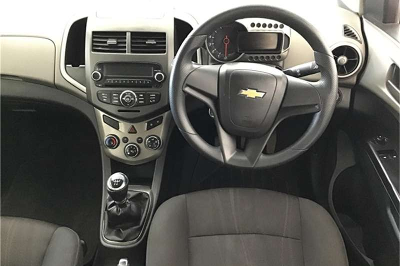 Chevrolet Sonic hatch 1.4 LS 2012