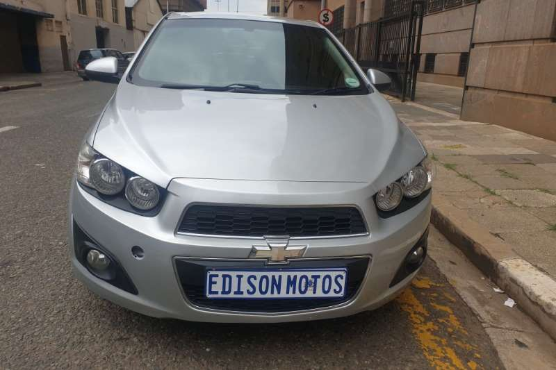 Chevrolet Sonic hatch 1.4 LS 2013