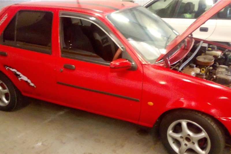 Ford Fiesta 1.4 3 door Titanium 2000