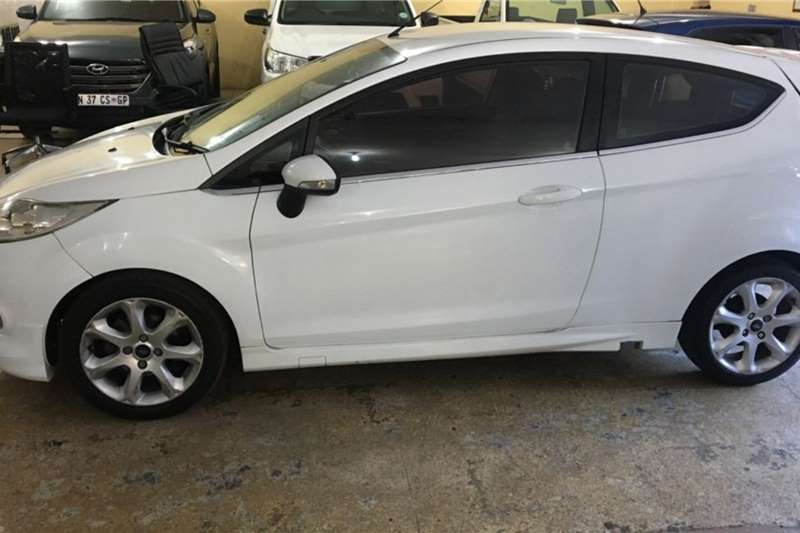 Used 2010 Ford Fiesta 1.4 3 door Titanium
