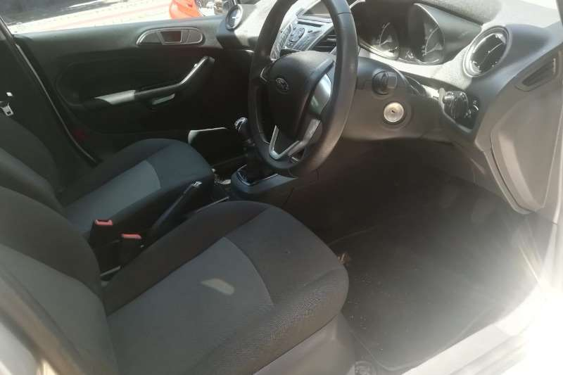 Ford Fiesta 1.6 5-door Ambiente 2016