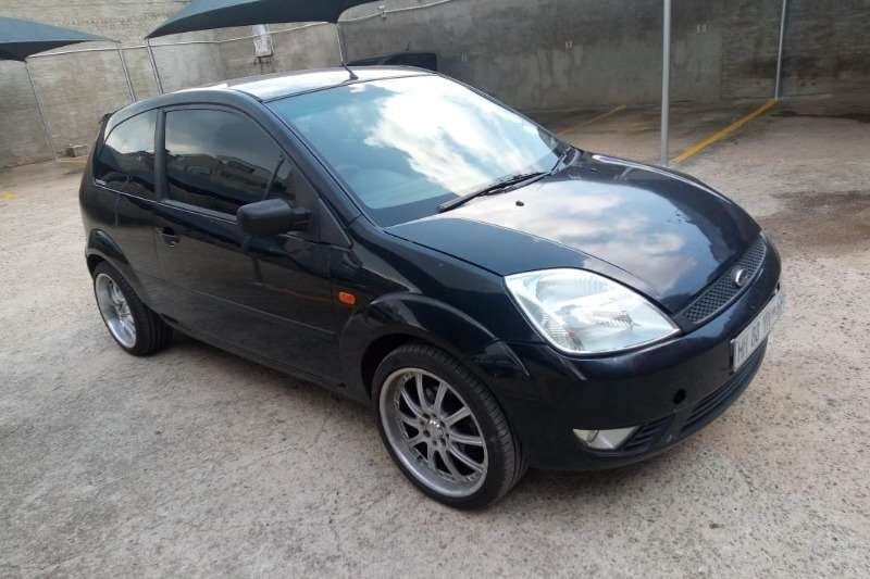 Ford Fiesta 1.6 5 door Trend 2005