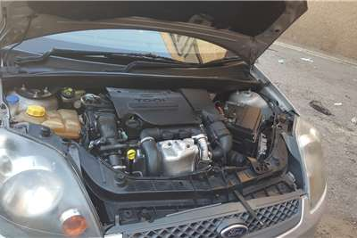 Ford Fiesta 1.6i 3 door Trend 2005
