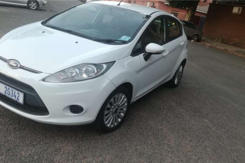 Ford Fiesta 1.6i 5 door Ambiente 2011