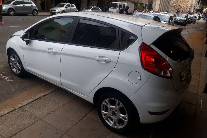 Ford Fiesta 1.6i 5 door Ambiente 2014