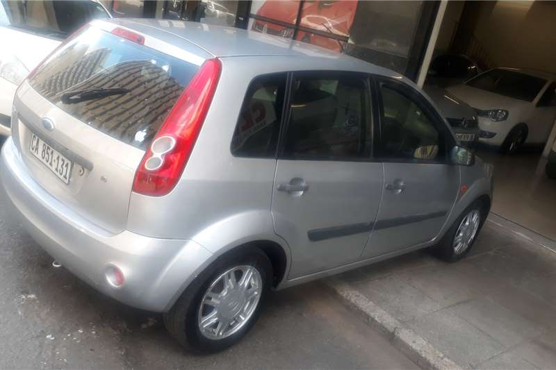 Ford Fiesta 1.6i 5 door Ambiente automatic 2009