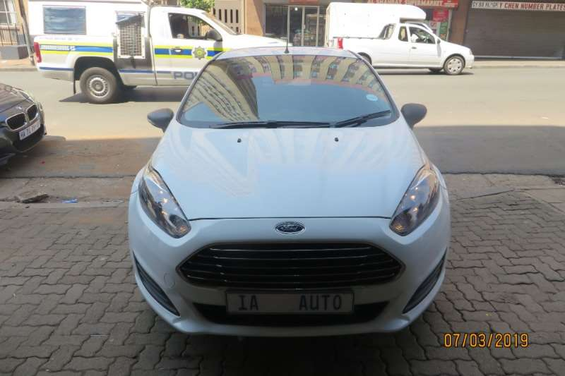 Ford Fiesta 1.6i 5 door Ambiente automatic 2015