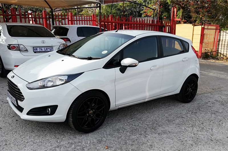 Ford Fiesta 1.6i 5 door Ambiente automatic 2016