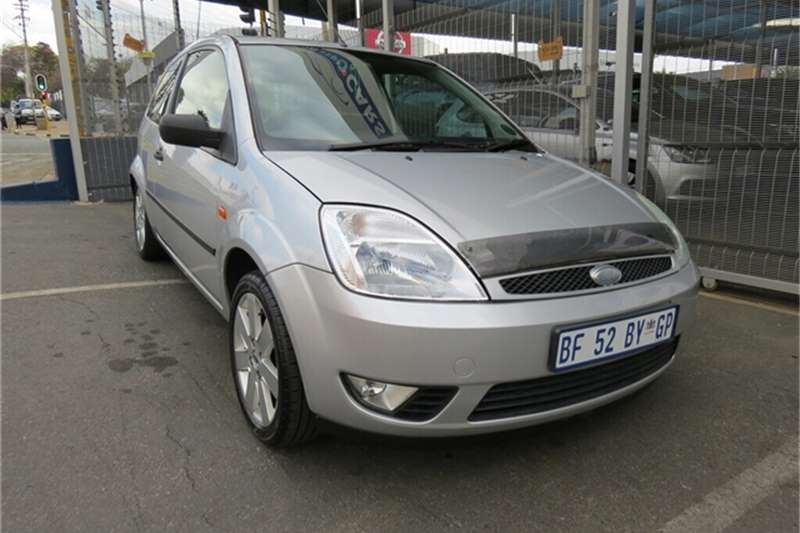 Ford Fiesta 1.6i TREND 3Dr 2005