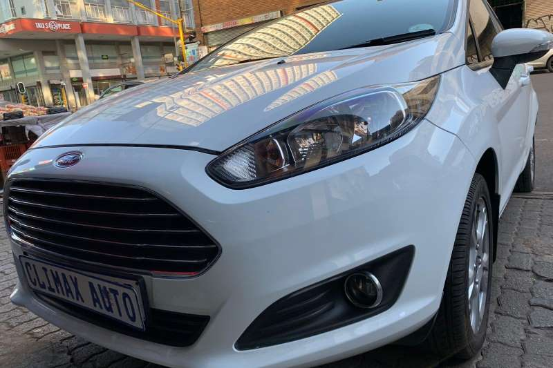 Ford Fiesta 5 door 1.0T Ambiente auto 2016