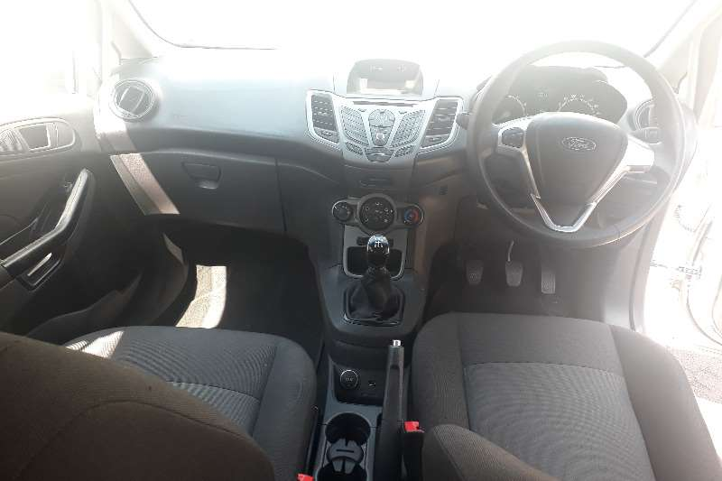Ford Fiesta Hatch 5-door FIESTA 1.6i AMBIENTE 5Dr 2016