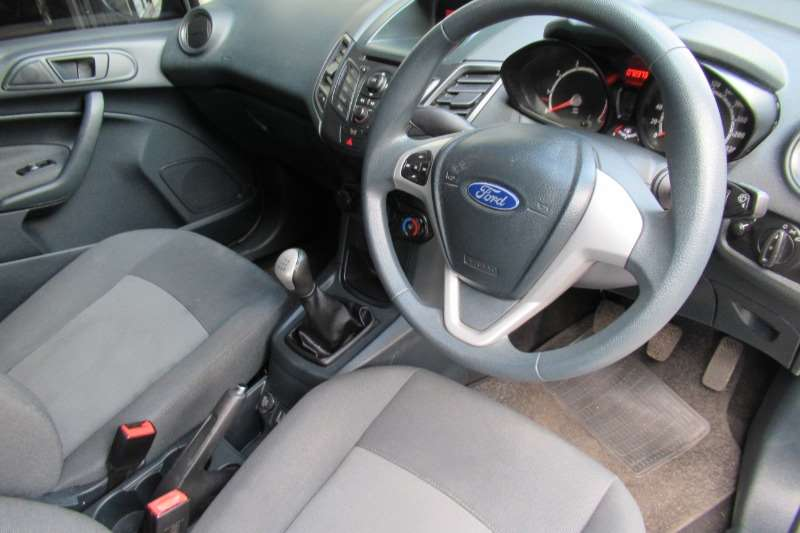 2013 Ford Fiesta hatch 5-door FIESTA 1.6i AMBIENTE 5Dr