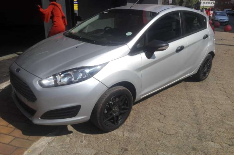 2014 Ford Fiesta hatch 5-door FIESTA 1.6i AMBIENTE 5Dr