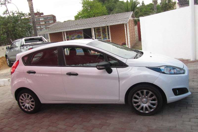2015 Ford Fiesta hatch 5-door FIESTA 1.6i AMBIENTE 5Dr