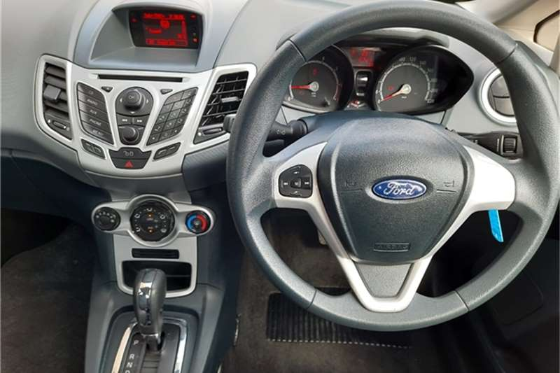 Ford Fiesta sedan 1.6 Trend auto 2012