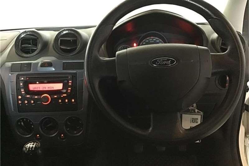Ford Figo 1.4TDCi Ambiente 2013
