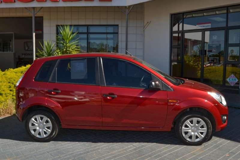 Ford Figo hatch 1.4 TDCi Ambiente 2015