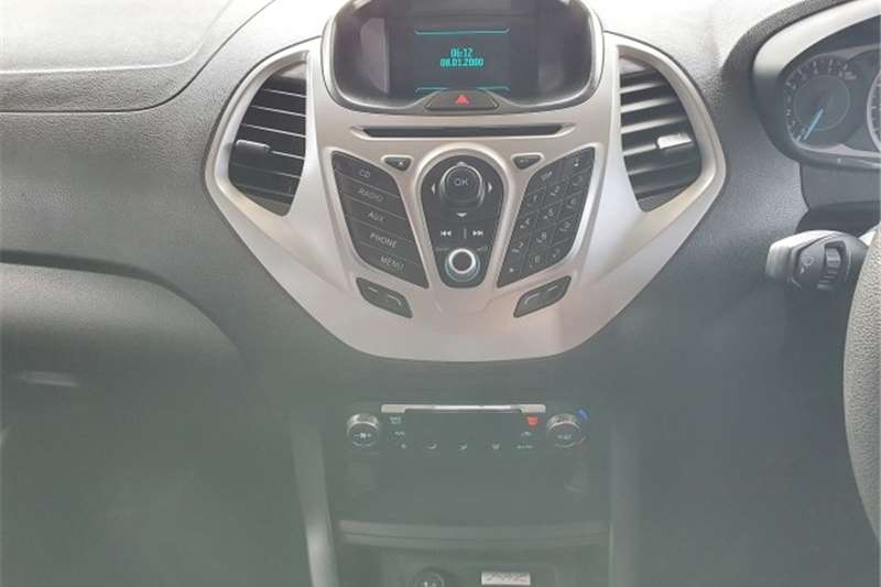 Ford Figo hatch 1.5 Titanium 2016