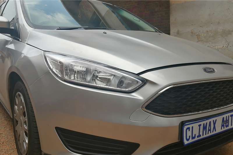 Ford Focus 1.6 4 door Ambiente auto 2016