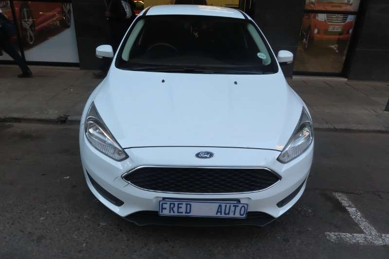 Ford Focus 1.8 sedan Ambiente 2016
