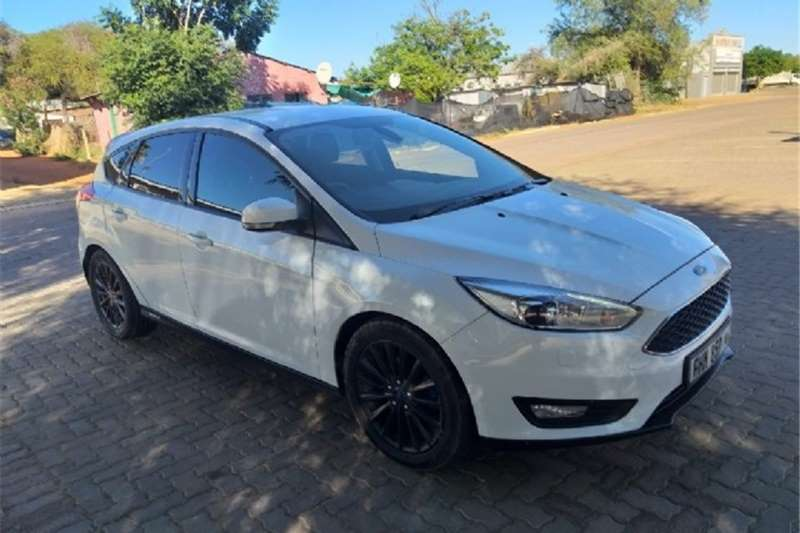 Ford Focus hatch 1.0T Ambiente 2015