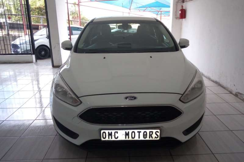 Ford Focus hatch 1.0T Ambiente auto 2016