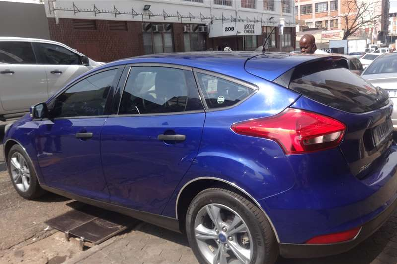 Ford Focus hatch 1.0T Ambiente auto 2018