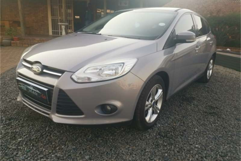 Ford Focus hatch 1.6 Trend 2012