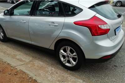 Ford Focus hatch 1.6 Trend 2013
