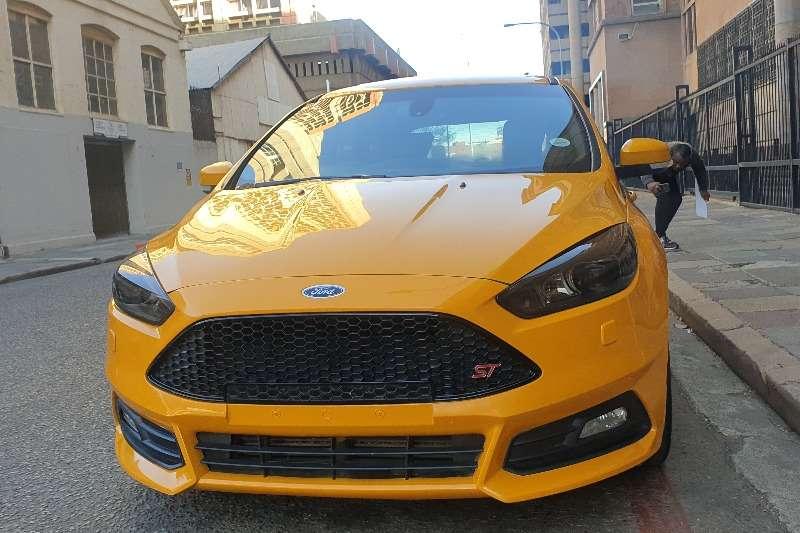 2015 Ford Focus hatch 5-door FOCUS 2.5 ST 5Dr