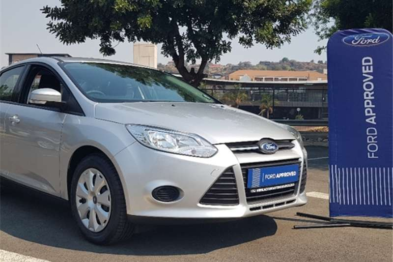 2014 Ford Focus sedan 1.6 Ambiente