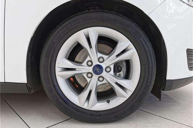Ford Focus sedan 1.0T Ambiente 2015