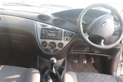Ford Focus sedan 1.6 Ambiente 2000