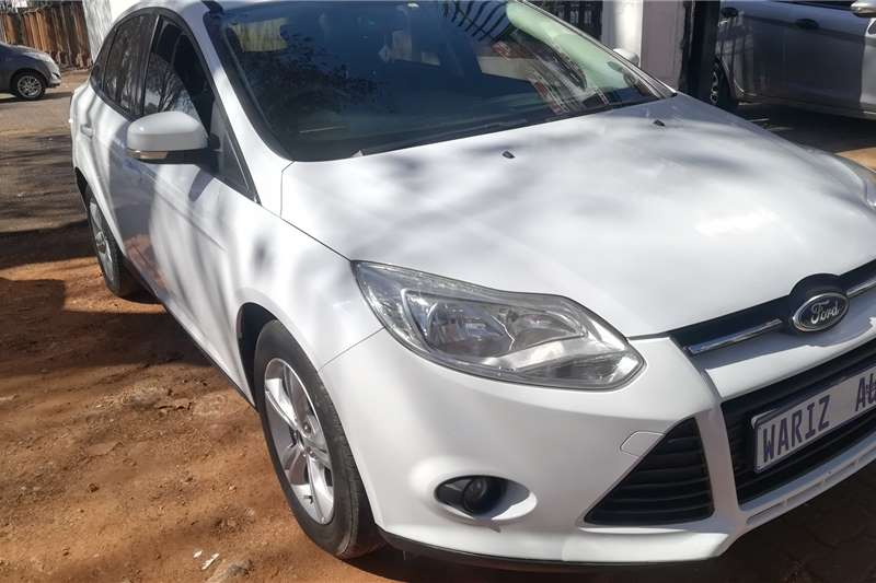 Ford Focus sedan 1.6 Ambiente 2012