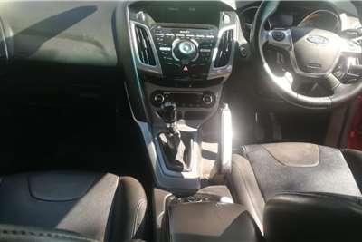 Ford Focus sedan 1.6 Ambiente 2012